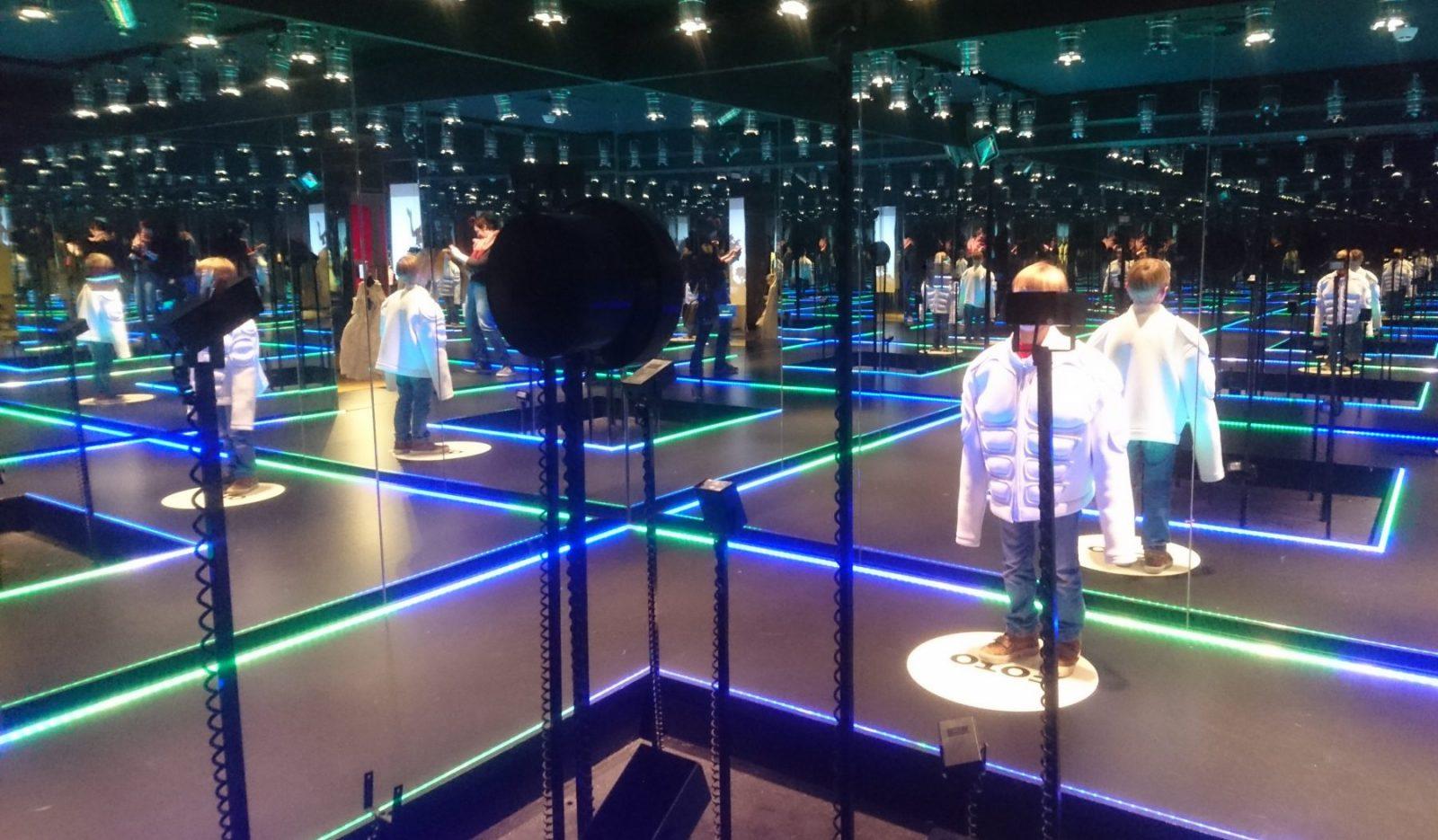 Gemeentemuseum Wonderkamers Catwalk