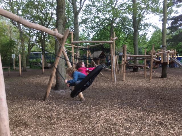 apenbos- speeltuin in Den Haag
